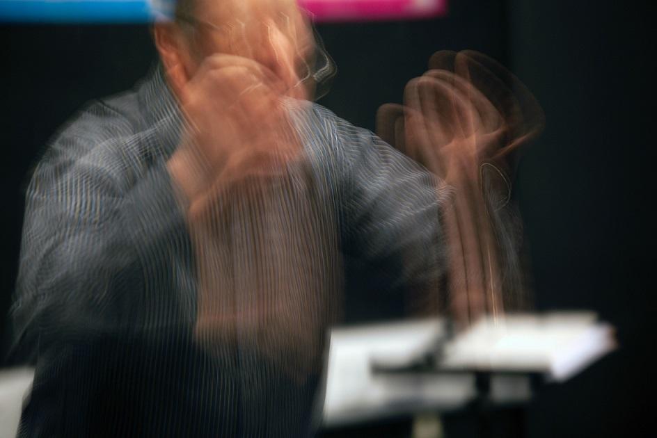 04.12_geste_du_chef_d'orchestre_(c)_mark-fletcher-brown-unsplash.jpg